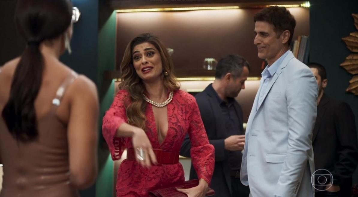 Maria da Paz (Juliana Paes) e Régis (Reynaldo Gianecchin) em cena na novela A Dona do Pedaço, da Globo. (Foto: Reprodução)