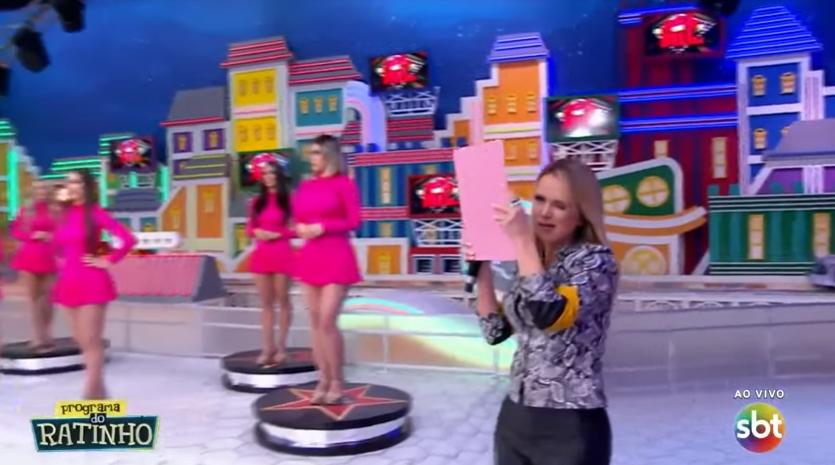 A apresentadora Eliana fez surpresa ao vivo no palco do Programa do Ratinho, no SBT. (Foto: Reprodução)