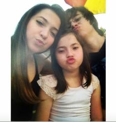 Os três irmãos; Camilla, Rafael Miguel e sua irmã mais nova (Retratos antigos da família Miguel (Foto Reprodução/Instagram)