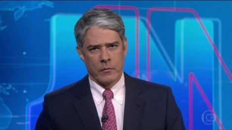 William Bonner na bancada do Jornal Nacional (Foto: Divulgação)