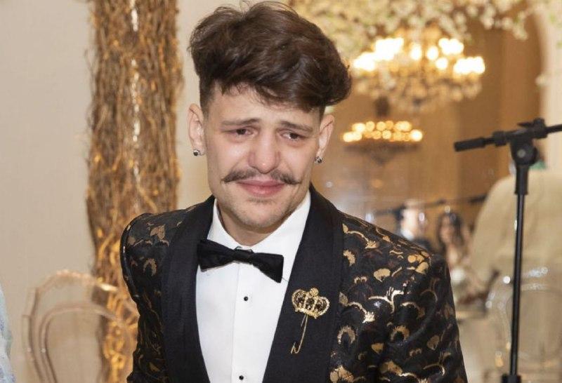 Saulo Poncio foi às lágrimas durante show (Foto: Reprodução)
