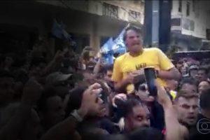 Jair Bolsonaro levou facada em Juiz de Fora, em Minas Gerais, por Adélio Bispo (Foto: Reprodução/TV Globo)