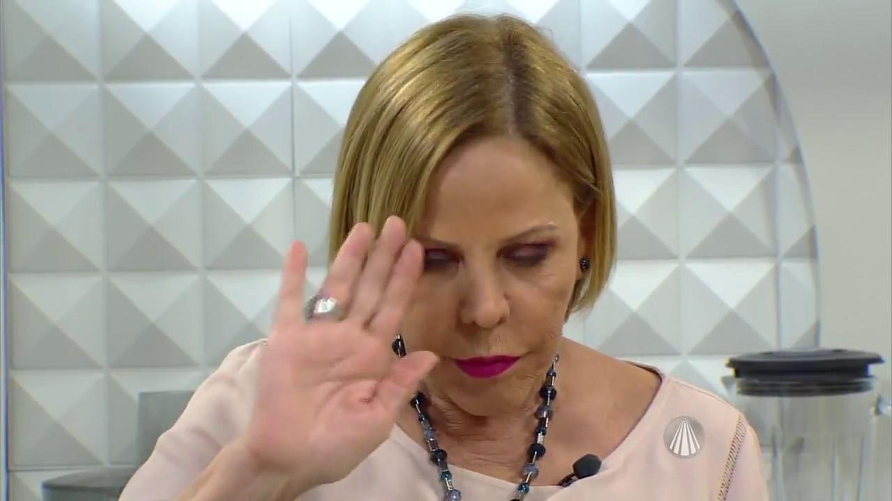 Claudete Troiano apresenta diariamente o programa Santa Receita, na TV Aparecida (Imagem: Reprodução/TV Aparecida)