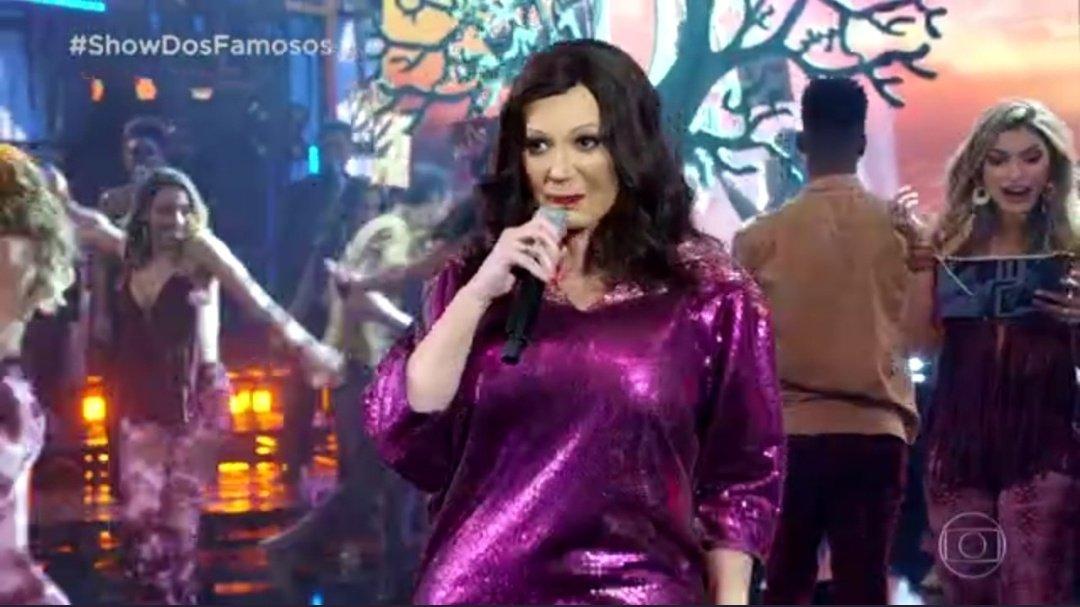 Solange Almeida caracterizada como Fafá de Belém no Show dos Famosos (Foto: Reprodução)