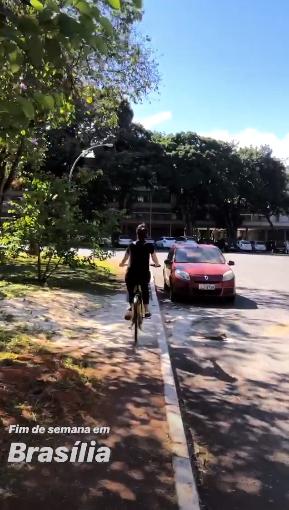 Apresentadora da Globo, Fátima Bernardes andando de bicicleta com o seu namorado Túlio