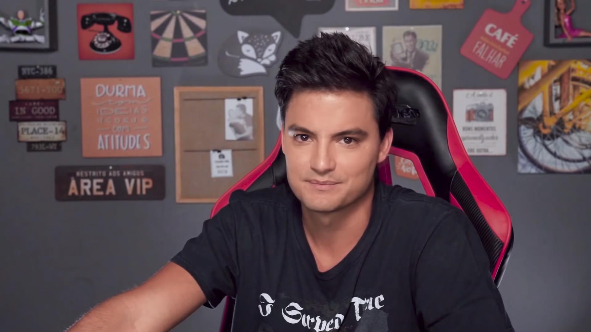 O youtuber Felipe Neto fez um anúncio curioso em seu canal do YouTuber (Foto: Reprodução)