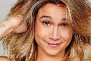 A apresentadora da Globo, Fernanda Gentil relembrou o dia em que assumiu namoro com outra mulher (Foto: Instagram)