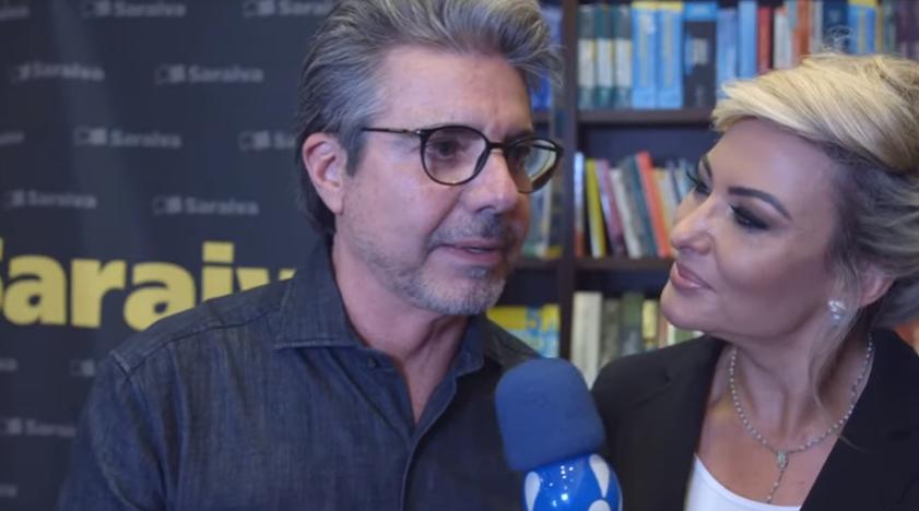 O apresentador da RedeTV! João Kleber tinha planos em casar com Mara Ferraz em 2020. (Foto: Reprodução)