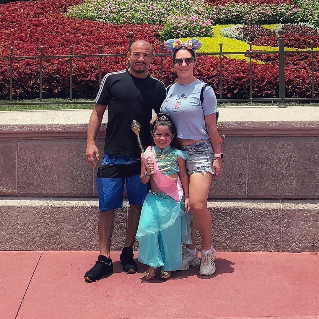José Aldo, Joana e Vivianne Aldo nos Estados Unidos (Foto: Reprodução/Instagram)