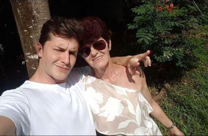 O ator da Globo, Klebber Toledo, junto com a mãe de sua esposa Camila Queiroz, Eliane Tavares (Foto Reprodução)