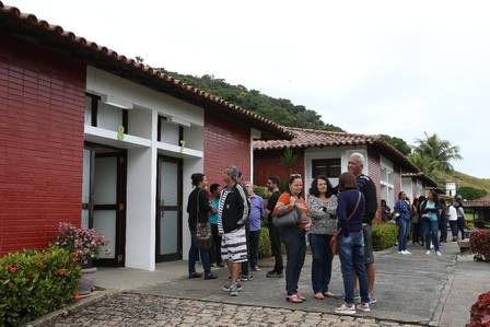 Amigos e parentes da atriz (Foto: Pedro Teixeira / Agência O Globo) Órfãos da Terra