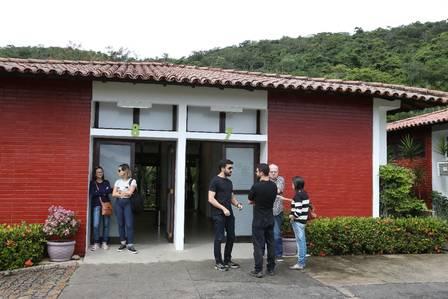Parentes e amigos se emocionaram em velório de Gabi Costa (Foto: Pedro Teixeira / Agência O Globo)