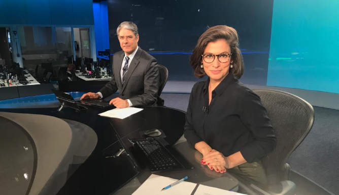 William Bonner faz vídeo nos bastidores do JN, expõe Renata Vasconcellos e algo constrangedor acontece (Foto: Reprodução/Twitter)