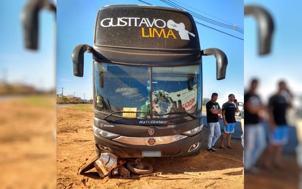 Ônibus com equipe do cantor Gusttavo Lima se envolve em acidente na BR-060, em Anápolis, Goiás — (Foto: Arquivo pessoal)
