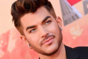 O cantor Adam Lambert falou sobre o preconceito que sofre por ser homossexual (Foto: Reprodução)