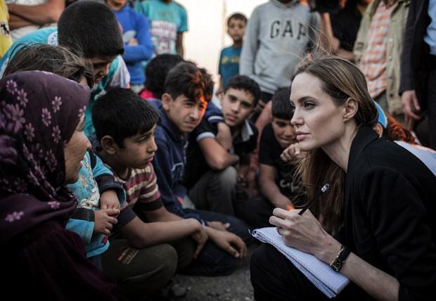 A atriz Angelina Jolie vai praticar uma boa ação n fronteira de Colômbia e Venezuela (Foto: Reprodução)