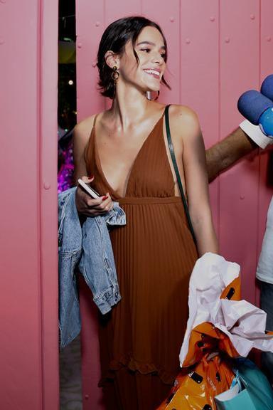 A atriz Bruna Marquezine ousou em decote (Foto: Divulgação)