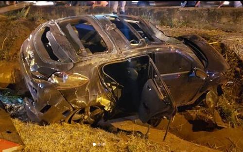Dupla sertaneja sofre acidente ficou destruído (Foto: Reprodução)