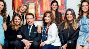 Silvio Santos com as filhas e a esposa, Iris Abravanel (Foto: Reprodução)