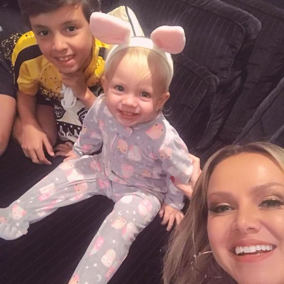 Eliana publicada foto rara ao lado de seus dois filhos (Foto: Reprodução)
