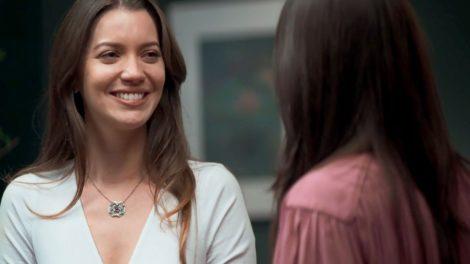 Fabiana e Vivi em cena da novela A Dona do Pedaço (Foto: Reprodução)