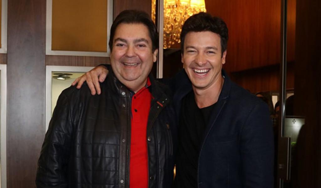 Rodrigo Faro e Faustão são apresentadores de programas dominicais na Record e na Globo