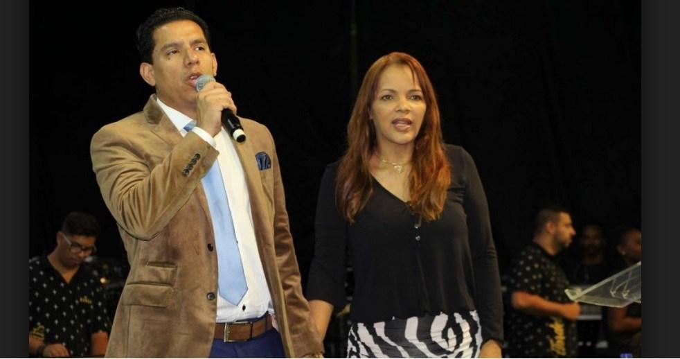 A deputada deferal, Flordelis e o seu marido, o pastor Anderson do Carmo (Foto: Reprodução)