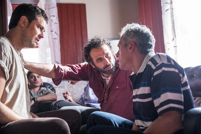 Chiclete (Sergio Guizé), Adão (César Ferrario) e Cosme (Osvaldo Mil) em cena de A Dona do Pedaço (Foto: Globo/João Miguel Júnior)