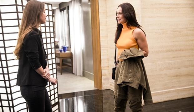 Fabiana (Nathalia Dill) vai levar surra de Vivi (Paola Oliveira) em A Dona do Pedaço (Foto: Globo/João Miguel Júnior)