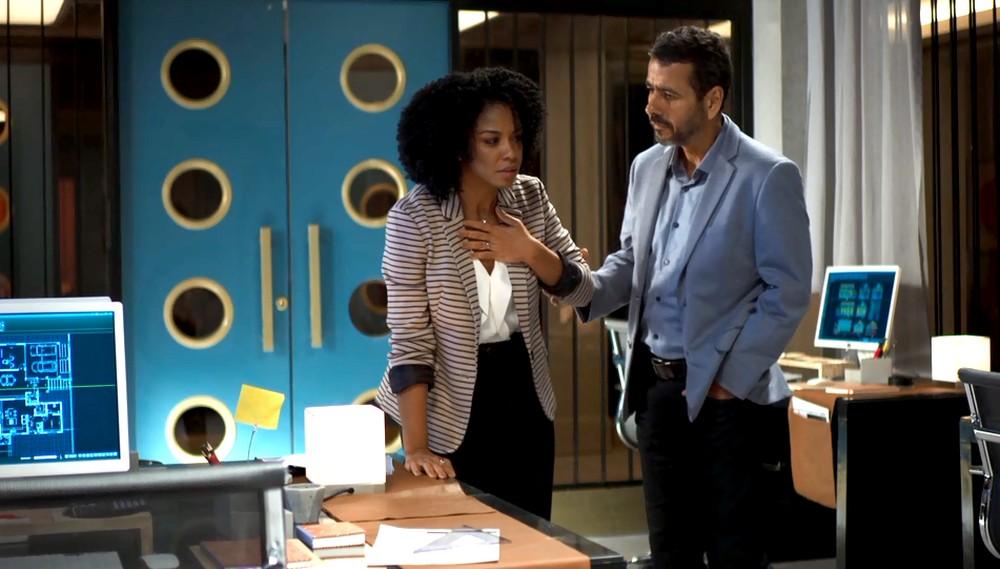 Gilda e Amadeu em cena da novela das 21h da Globo, A Dona do Pedaço (Foto: Reprodução)