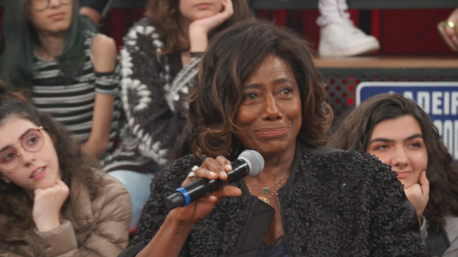 Gloria Maria durante o programa Altas Horas, revelou que quer ir à Lua (Foto: Reproduções)