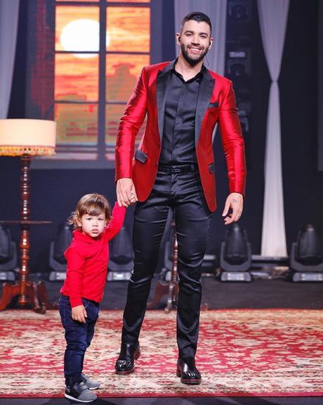Gusttavo Lima e filho, Gabriel, que fez dois anos de idade. (Foto: Reprodução)