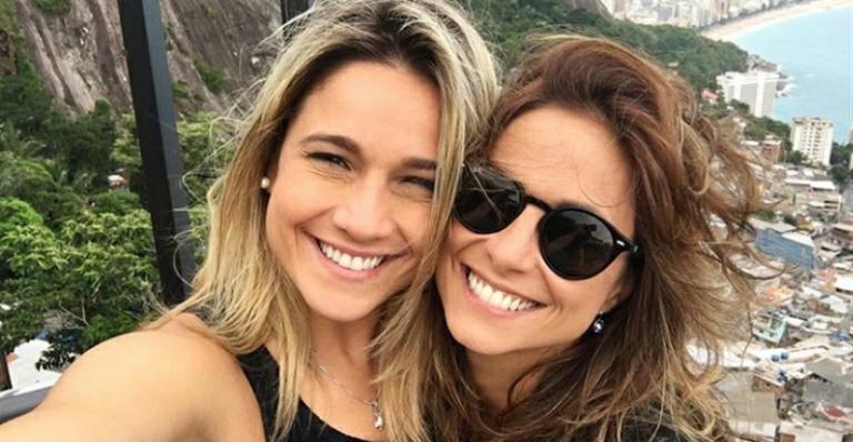A apresentadora Fernanda Gentil e sua companheira Priscila Montandon estão aproveitando a relação que já dura três anos (Foto: Reprodução)