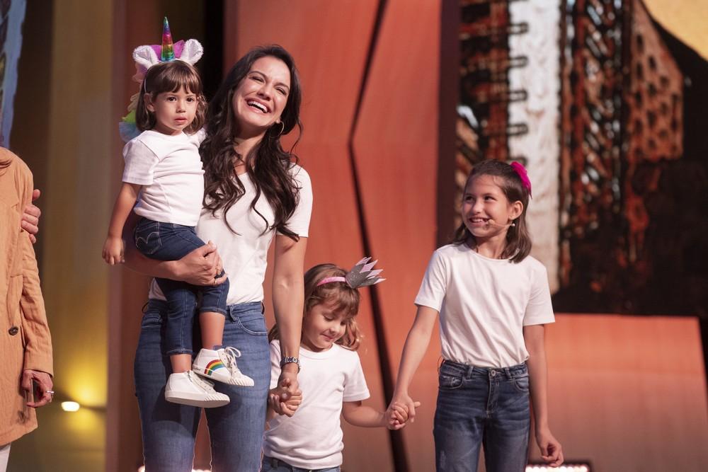 Homenagem da esposa e filhas emocionou Malvino Salvador no 'Tamanho Família' — (Foto: Isabella Pinheiro/Gshow)