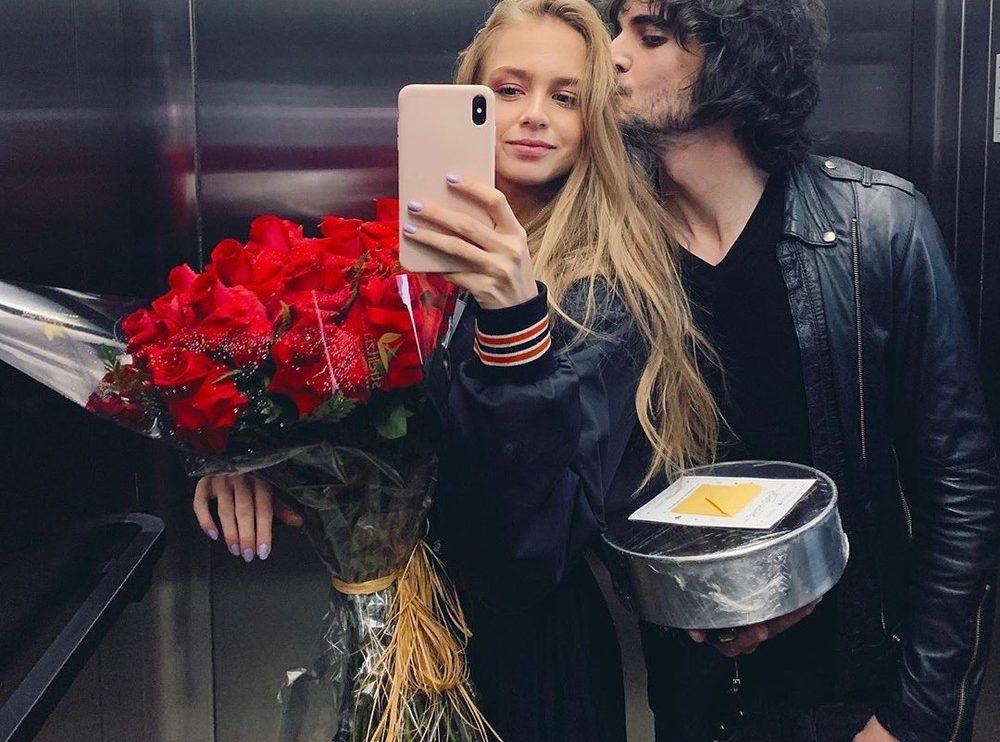 Isabella Scherer e Fiuk aparecem em foto romântica no elevador — (Foto: Reprodução do Instagram)