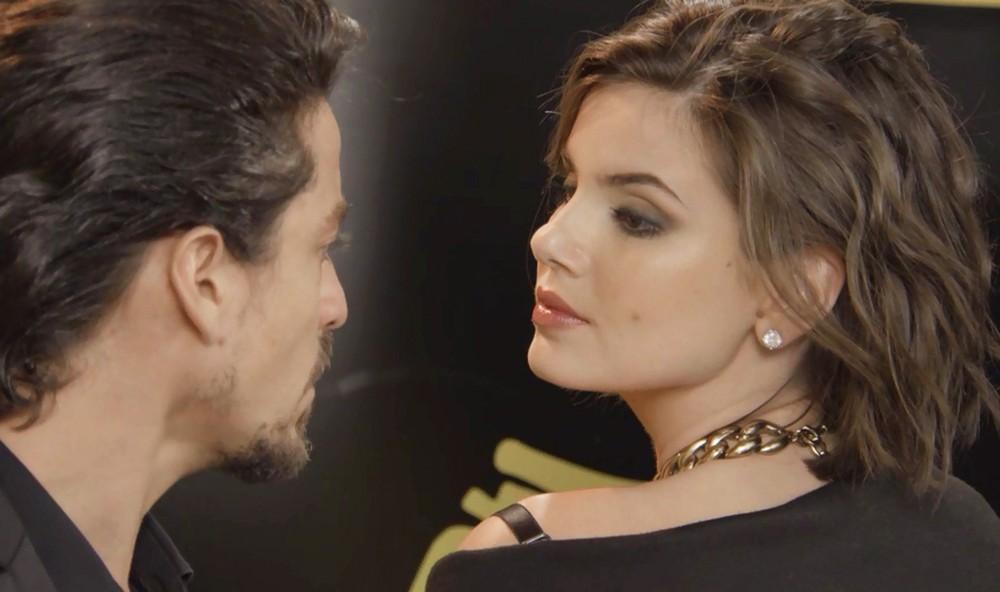 Jerônimo e Vanessa em cena da novela Verão 90 (Foto: Reprodução)