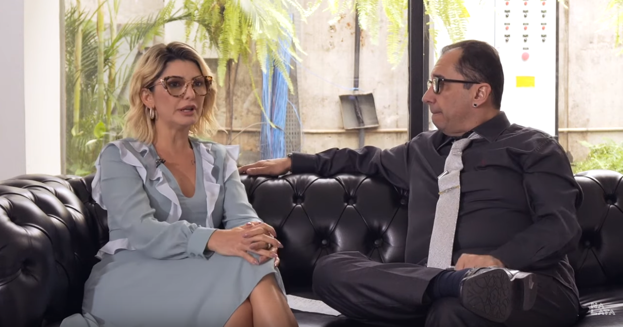 Kajuru detpna Luciana Gimenez em entrevista (Foto: Reprodução)