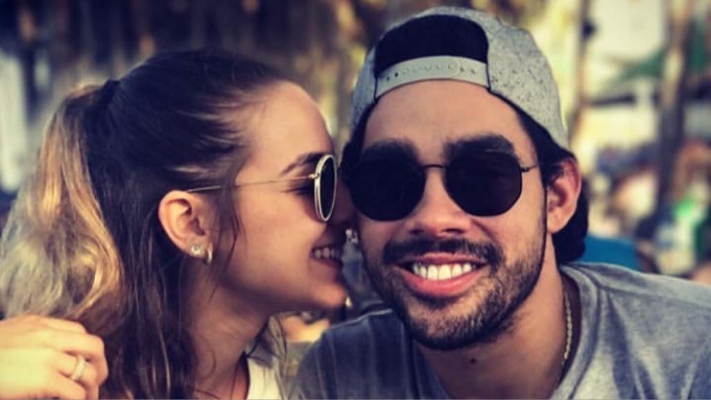 Gabriel Diniz e sua namorada Karoline Calheiros (Foto: Instagram)
