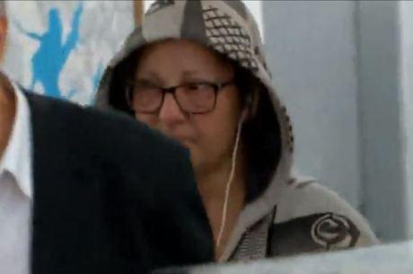 Vanessa Tibcherani ao deixar delegacia em São Paulo após trágica morte de Rafael Miguel <br /> (Reprodução Record TV)