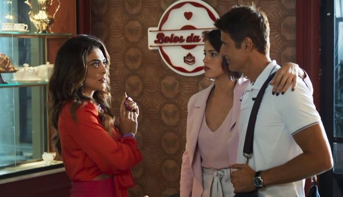 Maria da Paz (Juliana Paes) com Josiane (Agatha Moreira) e Régis (Reynaldo Gianecchini) em cena de A Dona do Pedaço (Foto: Reprodução/Globo)