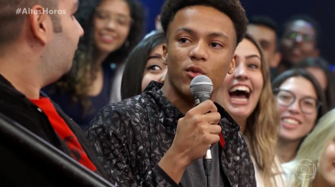 Cantor foi humilhado por rapaz da plateia do Altas Horas, da Globo (Foto: Reprodução)