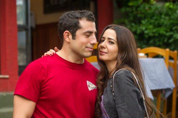 Fauze (Kaysar Dadour) e Santinha (Cristiane Amorim) formarão um novo casal em Órfãos da Terra da Globo