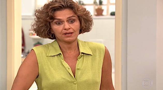 Regina Braga, a Lídia, em cena da novela Por Amor, em reprise na Globo. (Foto: Reprodução)