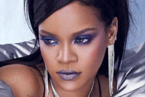 A cantora Rihanna participou do programa de Seth Meyers e bebeu todas (Foto: Reprodução)