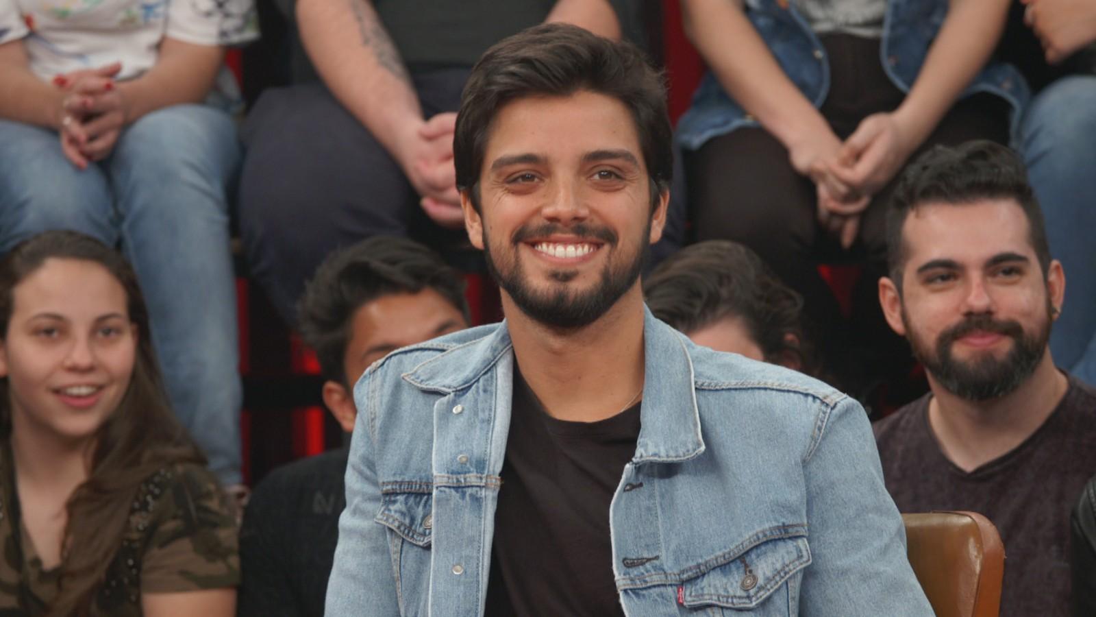 O ator Rodrigo Simas durante participação no programa Altas Horas (Foto: Reprodução)