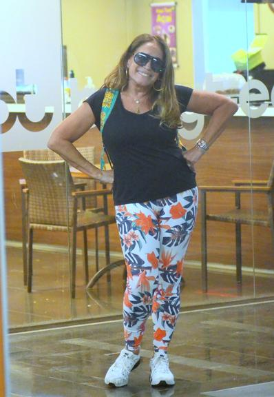 Atriz da Globo, Susana Vieira é vista deixando academia no Rio de Janeiro