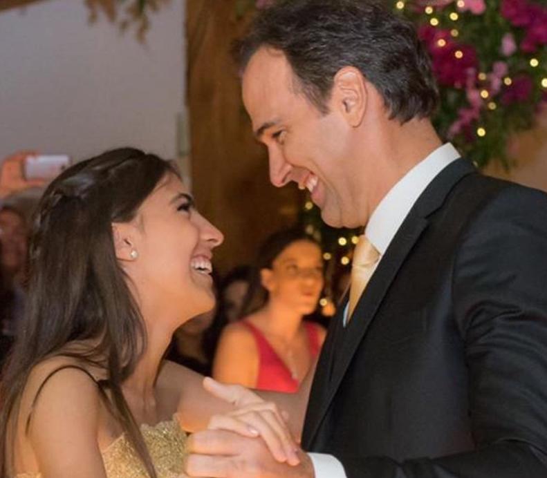 Tadeu Schmidt dançou valsa com a filha durante aniversário (Foto: Reprodução)