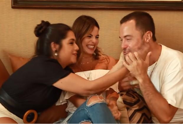 Thais Fersoza se diverte em entrevista Sthefany e Kayky Brito (Foto: Reprodução/YouTube
