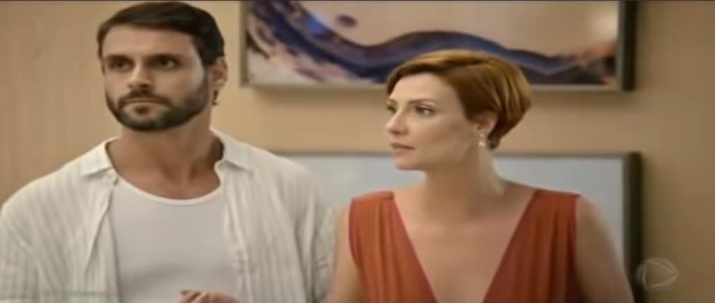 Sophia e Antonia em cena na novela Topíssima, da Record. (Foto: Reprodução)