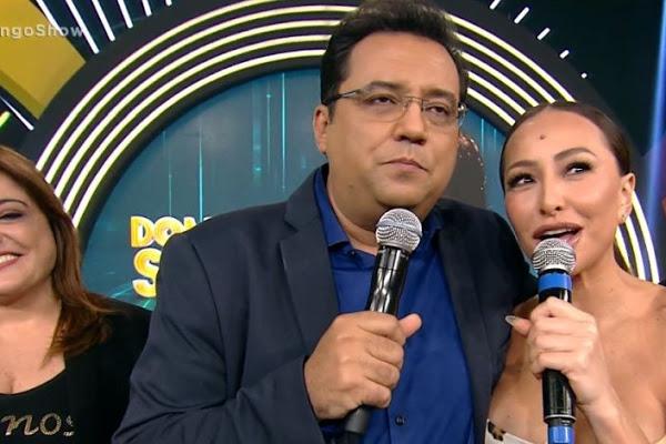 Geraldo Luís e Sabrina Sato durante o programa Domingo Show (Foto: Divulgação)